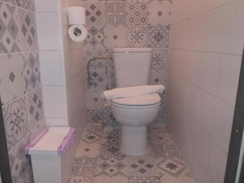 White Tower Area Loft for rent in Thessaloniki - bathroom 2